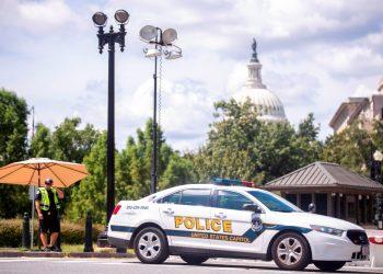 La Policía negocia con un hombre que dice tener una bomba cerca del Congreso de EE.UU. Foto: EFE.