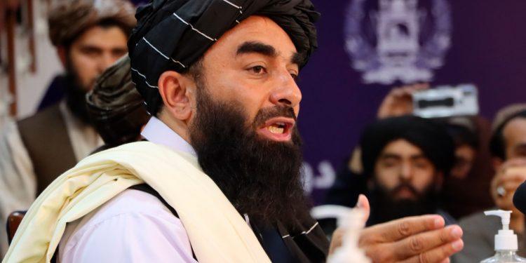 Talibanes prohíben a los afganos ir al aeropuerto durante las evacuaciones. Foto: EFE.