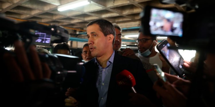 En Venezuela hay un diálogo, pero Guaidó desconfía de «buena fe» de Maduro. Foto: EFE.