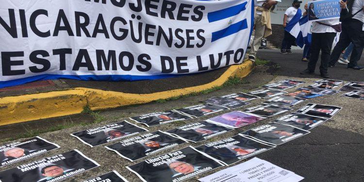 Autoconvocados nicaragüenses en Costa Rica protestaron en la Corte IDH demandando la libertad para todos los presos políticos. Foto: Cortesía