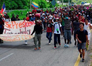 Una caravana de migrantes sale desde el sur de México en dirección a EE.UU. Foto: EFE.
