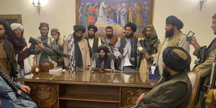 Talibanes se toman Afganistán. Foto: Captura de video