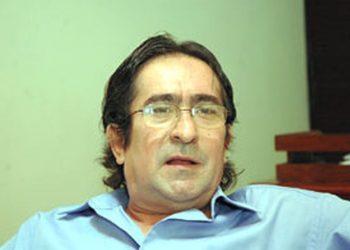 Policía detiene al opositor Irving Larios, miembro de la Articulación de Movimientos Sociales.