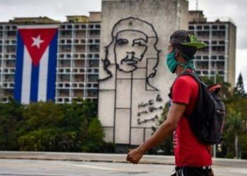 Cuba supera los 8.000 casos de covid-19 en un día