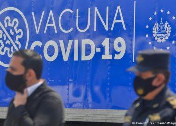 El Salvador, con 99.701 contagios de covid, recibe 109.980 vacunas de Pfizer