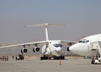 Sale el primer vuelo del aeropuerto de Kabul con 115 pasajeros hacia Doha. EFE/EPA/STRINGER