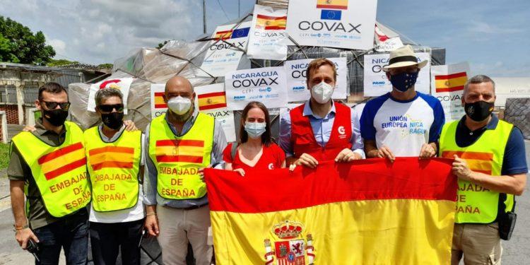Nicaragüenses en España agradecen donativos de dosis contra el COVID-19. Foto: Artículo 66 / Cortesía