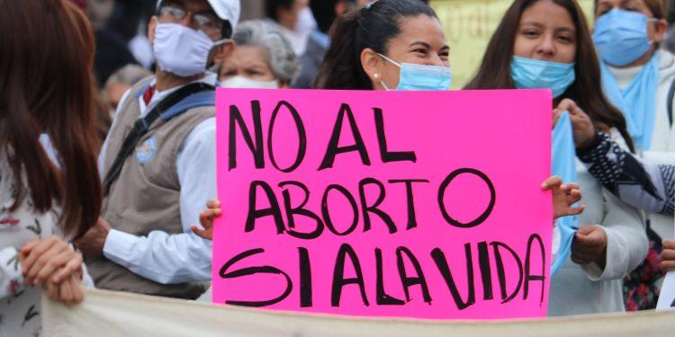 Grupos antiaborto se manifiestan en México contra fallo de la Suprema Corte