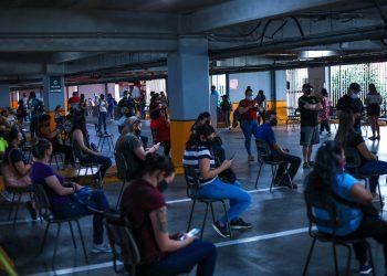 Migrantes llegan a los centros de vacunación contra la Covid19 en Costa Rica