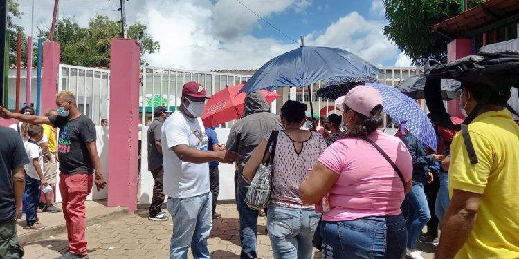 JS controla vacunación contra la Covid-19 en Policlínico Iraní en Managua. Foto: Noel Miranda / Artículo 66.
