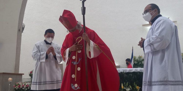Cardenal Leopoldo Brenes sale del hospital luego de estar ingresado por COVID-19. Foto: Artículo 66 / Noel Miranda