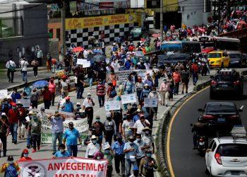 Decenas de Salvadoreños protestan nuevamente contra Bukele