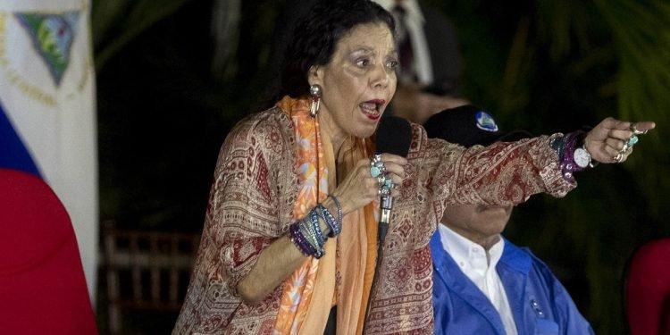 Murillo exige respeto a las «potencias» y arremete contra la oposición
