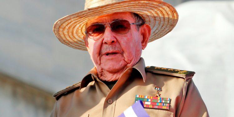 Reaparece Raúl Castro durante una ceremonia militar en Cuba. Foto: EFE.