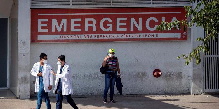 Mueren siete trabajadores del sector salud en Venezuela por el COVID-19. Foto: Artículo 66 / EFE