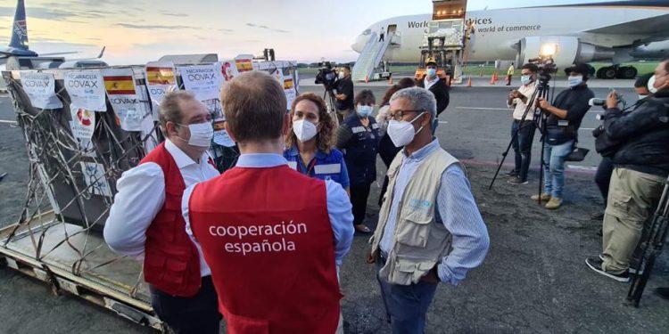 Nicaragua recibe 625,9200 dosis de AstraZeneca donadas por España. Foto: Unicef.