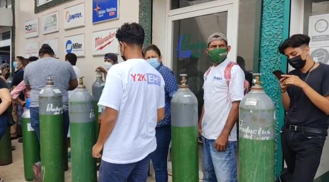 Largas filas en busca de oxigeno médico. Foto: internet