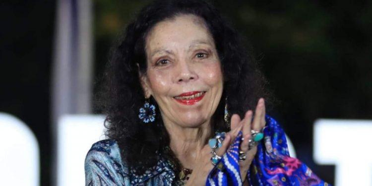 Rosario Murillo trata de aparentar que le interesa la salud de los nicaragüenses. Foto: Artículo 66 / Gobierno