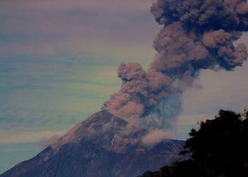 Guatemala, alerta por la erupción del volcán de Fuego, el más activo de Centroamérica