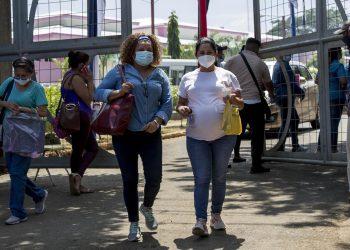 Proceso de vacunación a embarazadas en Nicaragua. Foto: Artículo 66 / EFE
