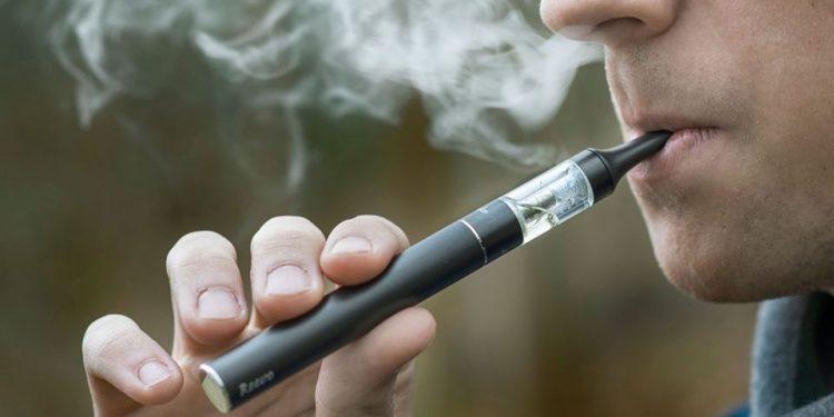 EE.UU. aprueba cigarrillos electrónicos que ve beneficiosos para dejar de fumar