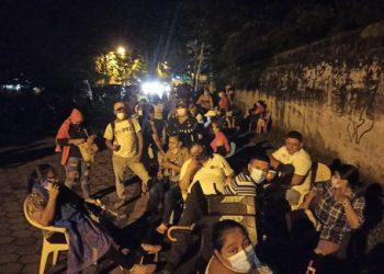 Fanáticos orteguistas de Chinandega, «privilegiados» en puestos de vacunación conta el COVID-19. Foto: Cortesía
