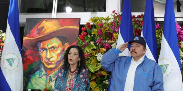Dictador Daniel Ortega junto a su esposa y vicepresidenta Rosario Murillo. ARTÍCULO 66 / Tomada de Canal 4