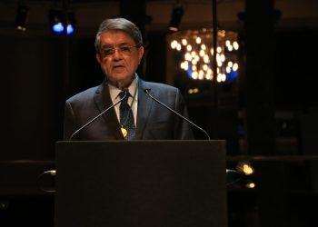 Sergio Ramírez recibe Medalla de Oro del Círculo de Bellas Artes. Foto: CBA
