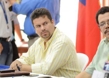 Aunque Fidel Moreno no puede firmar los documentos de la Alcaldía, él decide a qué empresa adjudica la licitación de obras públicas. Foto: Confidencial.
