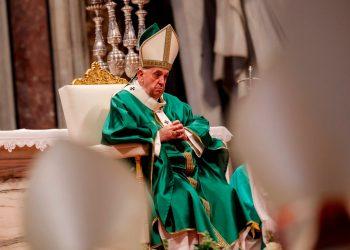 Papa Francisco pide no dejar solos ni discriminar a los enfermos mentales. Foto: EFE.