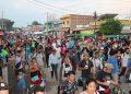 Migrantes caminan en caravana hoy, por el municipio de Huehuetán, en el estado de Chiapas (México). EFE / Artículo 66.