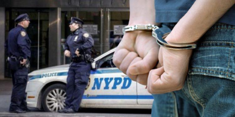 Policía arresta a niño de 13 años por disparar a un compañero en Nueva York