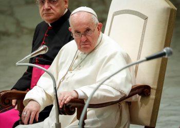 El papa aboga por un salario universal y la reducción de la jornada laboral