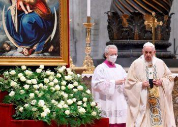 El papa alaba a beatos mártires de España que fortalecen a cristianos perseguidos