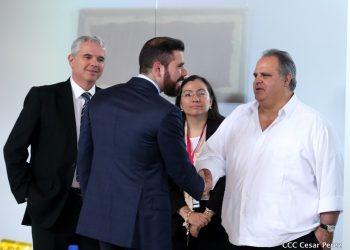 César Zamora junto a Laureano Ortega, hijo de los dictadores Daniel Ortega y Rosario Murillo. Foto: Medios Oficialistas