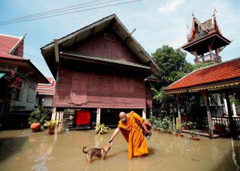 Casi un millón de afectados por inundaciones en Tailandia
